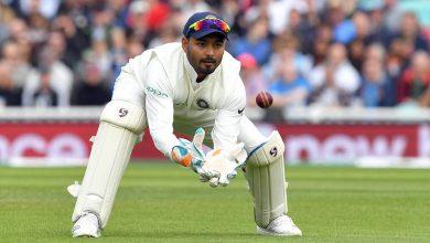 Photo of युवा विकेटकीपर रिषभ पंत द्वारा एक ही बल्लेबाज का दो बार कैच छोड़ने पर जमकर हुए ट्रोल