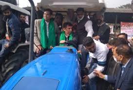 Photo of उत्तराखंड के किसानों ने निकाली ट्रैक्टर रैली, हरीश रावत भी हुए सवार…