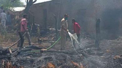 Photo of बेला कस्बे के सहार क्षेत्र में चूल्हे की चिंगारी से लगी आग में राख हो गए सात आशियाने