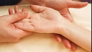 Photo of अगर आपके हाथों में हैं ऐसी रेखाएं, तो समझ जाइए आपके लिए हैं शुभ संकेत