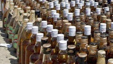Photo of SSB के जवानों ने बड़ी मात्रा में नेपाली शराब के साथ दो तस्करों को किया गिरफ्तार