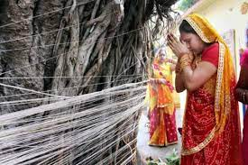 Photo of विवाहित महिलाएं क्यों रखती हैं वट सावित्री व्रत, जानें इसका धार्मिक महत्व