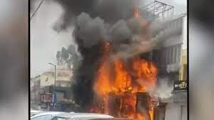 Photo of दिल्ली के कपड़े के शोरूम में लगी भीषण आग , केजरीवाल सरकार ने जताई चिंता