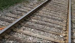 Photo of ट्रेन के सामने कूदकर मां के साथ पांच बेटियों ने दी जान…