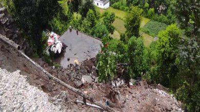 Photo of उत्तरकाशी में बारिश के चलते गंगोत्री-यमुनोत्री हाईवे जगह-जगह बाधित, भूस्खलन से एक मकान को नुकसान…