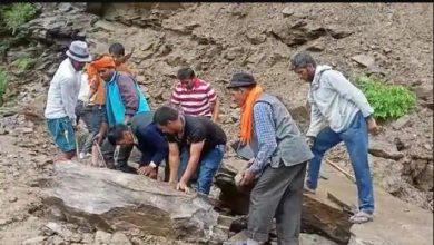 Photo of भूस्खलन और पहाड़ियों के दरकने औरसड़कों पर मलवा आने से चमोली जिले में 51 ग्रामीण सड़कें बंद