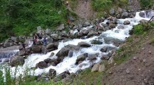 Photo of उत्तराखंड में पहाड़ से लेकर मैदान तक आफत की बारिश, बादल फटने से तीन की मौत…