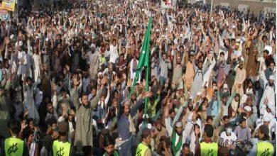 Photo of लाहौर प्रदर्शन मे तीन पुलिसवालों की मौत के बाद पाकिस्तान ने बंद कर दी इंटरनेट सेवाएं