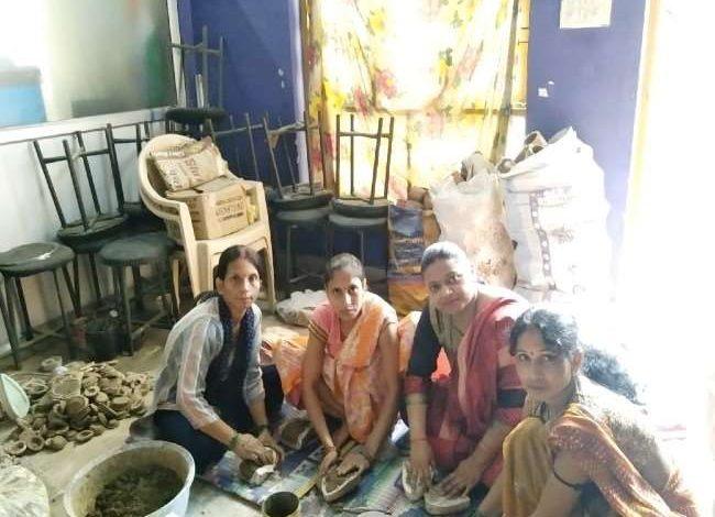 Photo of गोबर के लक्ष्मी गणेश के साथ ही गोबर के दीपक से रोशन होंगे PM आवास, आर्थिक रूप से कमजोर महिलाओं को मिला रोजगार