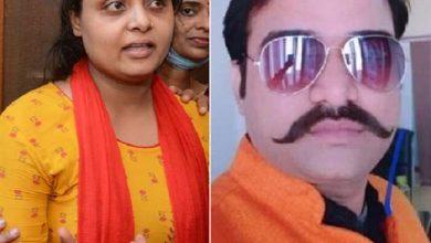 Photo of प्रापर्टी डीलर मनीष गुप्ता की हत्या के बाद पत्नी मीनाक्षी ने कहा-दोषी पुलिसकर्मियों के पकड़े जाने पर आमना-सामना करके पूछूंगी सवाल