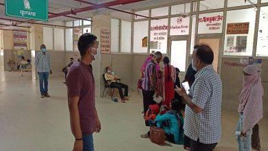Photo of एक आम मरीज की तरह कानपुर के अस्पताल पहुंचे थे DM, मरीजों के बैठने की व्यवस्था और रजिस्ट्रेशन काउंटर पर सुविधाओं का किया मुआयना