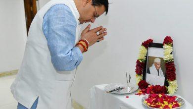 Photo of CM श्री पुष्कर सिंह धामी ने पूर्व मुख्यमंत्री स्वर्गीय श्री नारायण दत्त तिवारी जी की जयंती पर पुष्प अर्पित कर दी श्रद्धांजलि