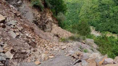 Photo of उत्तराखंड के पर्वतीय इलाकों में जनजीवन अस्त-व्यस्त, भूस्खलन से सड़कें हुईं क्षतिग्रस्त